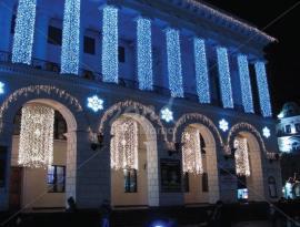 Новогоднее оформление здания