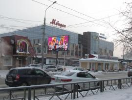 Цифровой билборд около Цума в Томске, Зонд-реклама