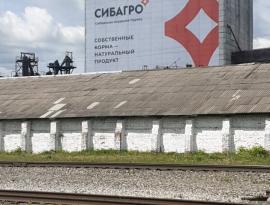 Печать 612 метрового баннера и монтаж на фасад в городе Асино, Томская область